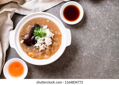 Braised Fish Maw in Red Gravy Soup with Crab in bowl