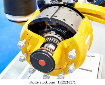 Brake pads and brake drum of the truck wheel hub