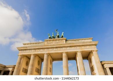 Brandenburg Tor/Brandenburg Gate: a famous building in Berlin (Germany)