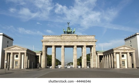 Brandenburger Tor (Brandenburg Gates) in Berlin, Germany - (16:9 ratio)
