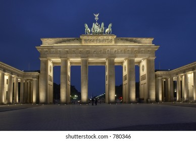 Brandenburger Tor by night, Berlin, Germany