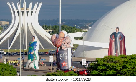 BRASILIA, DF,BRAZIL. April, 4, 2018. Protesters in favor of the arrest of former President Lula take inflatable dolls to the Esplanada dos Ministérios, in Brasilia, Brazil.