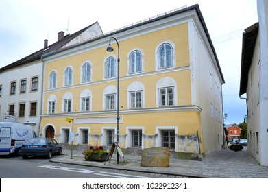 BRAUNAU AM INN, AUSTRIA - SEPTEMBER 22: Facade of Hitler`s house, on September 22. 2017 in Braunau am Inn, Austria