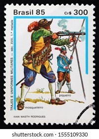 BRAZIL - CIRCA 1985: A stamp printed in Brazil from the Military Dress issue shows musketeer and pikeman (early 17th century), circa 1985.