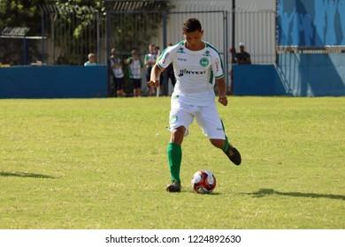 Brazil, Rio de Janeiro - October, 2018 - Madureira x Serra Macaense OPG,  Ramon, junior flyer of the Macanese mountain range distributing the play in the defensive field