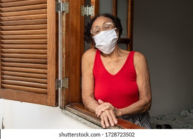 Brazilian old woman at home during quarantine