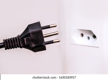 Brazilian plug, New standard of Brazilian plug, NBR 14136 is the official plug standard in Brazil. Three-pin socket with ground conductor.