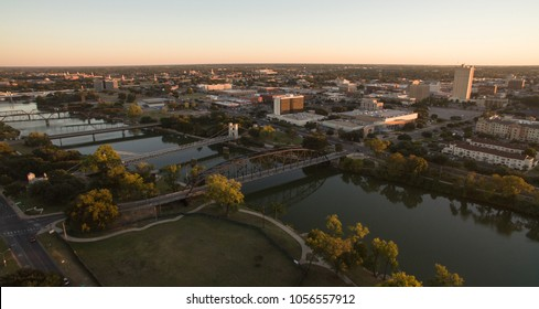 The Brazos River cut Waco Texas in half providing recreation and transportation for residents