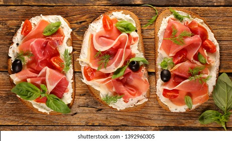 bread with cheese cream and proscuitto ham with basil