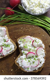 Bread with cottage cheese , radish and chives