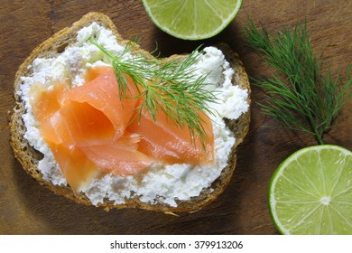 Bread with cottage cheese and smoked salmon