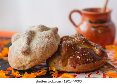 "Bread of the dead - ""pan de muerto"""