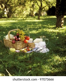 Bread, Fish and vegetables in a picnic basket