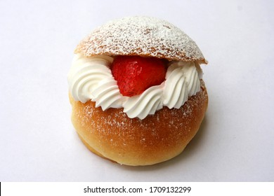 Bread image with fresh cream and strawberries from various bakeries