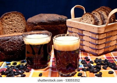 "Bread juice ""Kvass"" and brown bread with raisins"