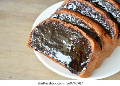 bread slice dressing creamy chocolate sauce on plate