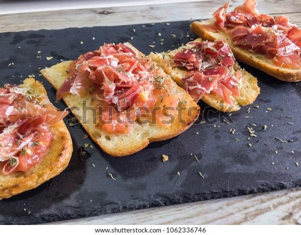 bread with tumaca