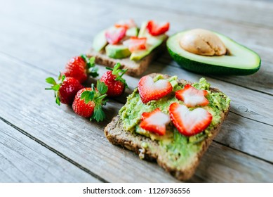 Breads with avocado and strawberries