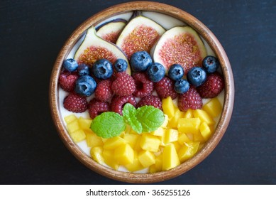Breakfast bowl with yogurt and fruit