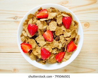 Breakfast cereal with raisin and fresh strawberries
