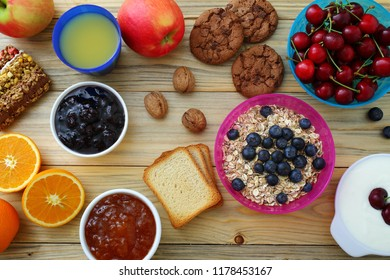 breakfast with cereals berry fruits and yogurt