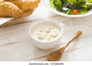 Breakfast of clam chowder