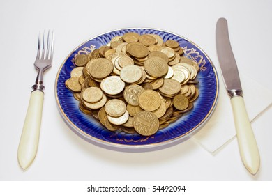 breakfast with coins in the plate