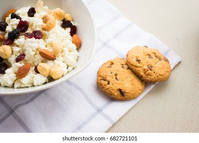 Breakfast with cottage cheese and cookies