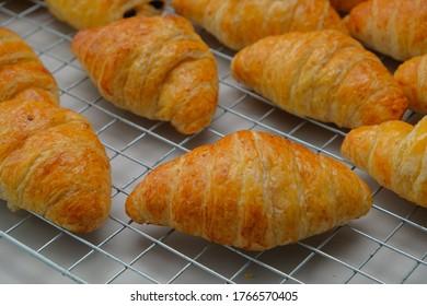 Frühstück auf französischem Hintergrund