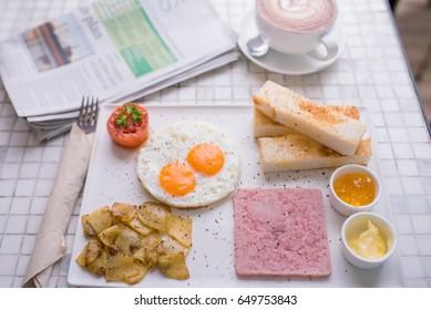 Breakfast , fried eggs