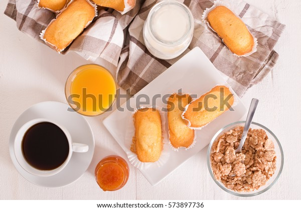 breakfast-plumcake-600w-573897736.jpg