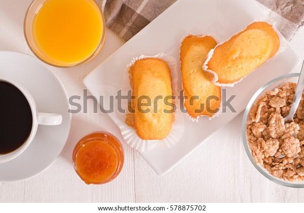 breakfast-plumcake-600w-578875702.jpg