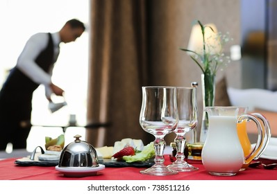 breakfast room service hotel