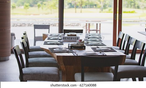 The breakfast table is ready. For customers ordering a spoon plate on the table, wait for food, spread the day.