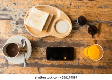 Breakfast time and smartphone