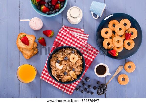 breakfast-wholegrain-cereals-600w-629676