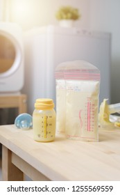 Breast milk frozen in plastic storage bags for baby. The way to store breast milk safely.