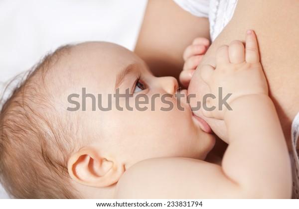 Allattamento bambino