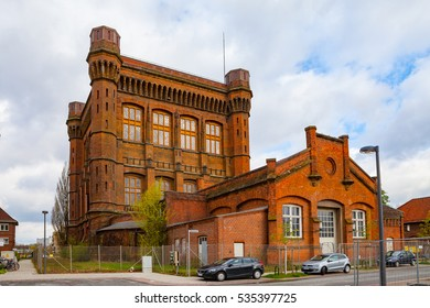 BREMEN, GERMANY - 16 APR 2016: Massive old red brick water tower of Bremen, Germany. It looks like real castle (Umgedrehte Kommode)