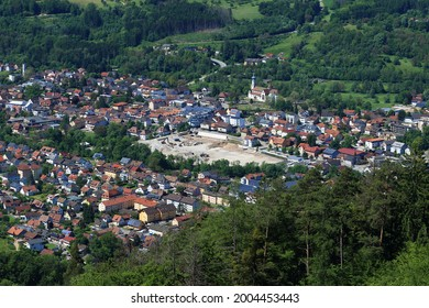 Brennet Areal. Luftbild des ehemaligen Brennet-Standorts in Wehr. Große Baustelle in der Mitte des Bildes. Wehr im Bundesland Baden-Württemberg, Deutschland.