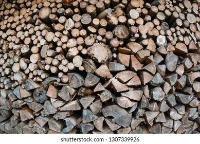 Brennholz gespalten und gestapelt als Hintergrund / Background