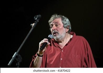 BRESCIA - NOVEMBER 10: The concert live of the italian folksinger Francesco Guccini on November 10, 2007 in Brescia, Italy.