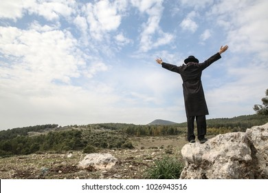 Breslov man practices meditation in field alone