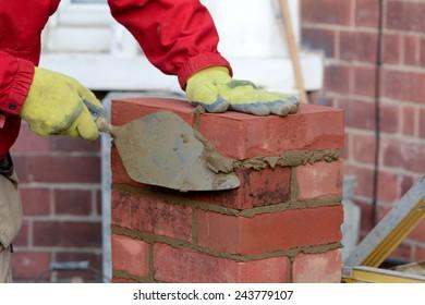 Bricklaying - laying brick and tidying render