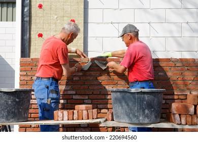 Bricklaying teamwork