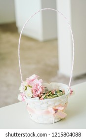 Bridal accessoires - basket with flower boutonnieres