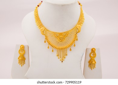 Bridal collection intricate finish gold necklace with dangle earrings