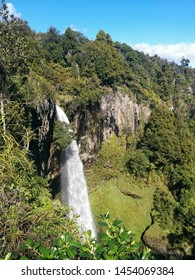 Bridal Falls in Waikato, New Zealand from the top platform