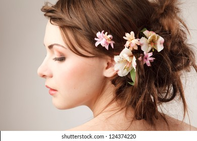 Bridal hairstyle with real flowers