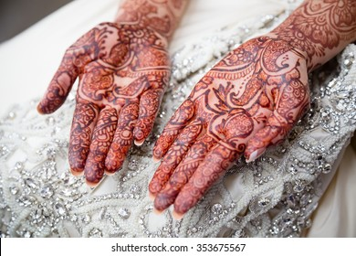 Bridal henna on brides wedding day